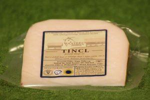 Domač poltrdi kozji sir s kmetije Videc